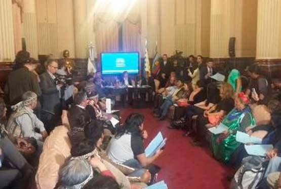 En el día de hoy, 28 de noviembre, en Bariloche, se ha constituido la mesa de diálogo solicitada por el Lof Lafken Winkul Mapu, las comunidades autoconvocadas del Pueblo Mapuche y el Obispado de San Carlos de Bariloche para intervenir en el conflicto y lograr un desenlace pacífico a la situación.